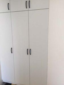 あれっ?下駄箱の扉が変?