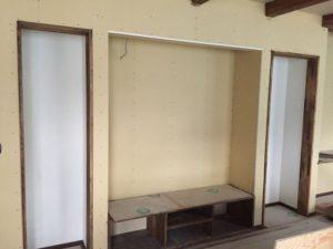 内部の木材の塗装が完了