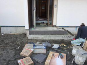 玄関のタイルが貼られていた!