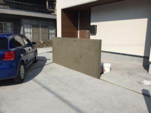 玄関前の塀の下地処理とグレーチング設置