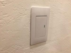 スイッチの保護用シールが残ったまま