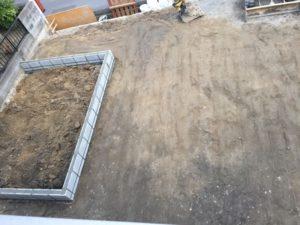 庭の整地と砂利の施工