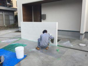 玄関前の塀の塗りが完成