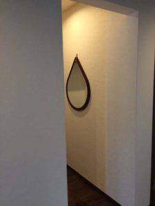 玄関に鏡を設置しました