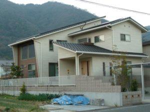 不思議な屋根の家