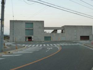 田尻町の大きなコンクリートの家