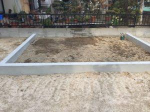 初めて菜園スペースを耕しました