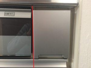 システムキッチンの収納扉がねじれている