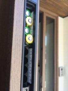 玄関ドアの電池交換を行いました