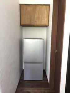 二階の冷蔵庫はAQUAの「AQR-16E」