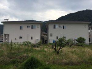 似た作りの建売住宅と二階の排水管
