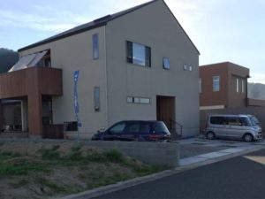 「大きくてシンプルな家」の外構工事完成?