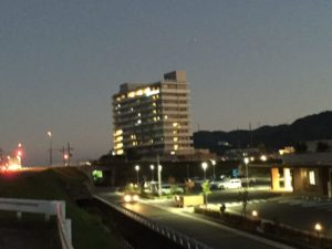 芦田川大橋がライトアップ