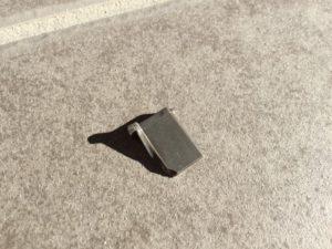 玄関ドアのパーツが折れた