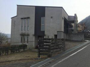 玄関が二階にあるお家