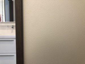 脱衣室のクロスの傷を修理