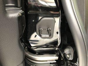 新型N-BOXのスライドドアにドアストライカーカバーを装着