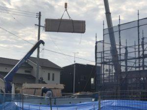 棟上げ開始と電柱