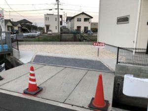建売住宅と駐車場