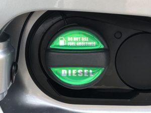 CX-5にグリーンの「フューエルキャップエンブレム」を装着