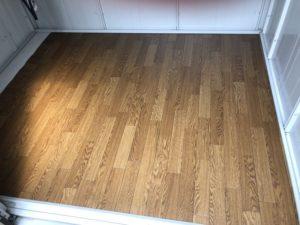 物置の床にクッションフロアを貼る