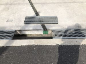 2年目の定期点検・補修(駐車場の砂利受け外れ修理)