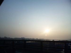 朝日を撮ってるフリ