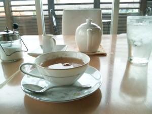 カフェにひとり…