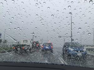 ひー、すごい雨